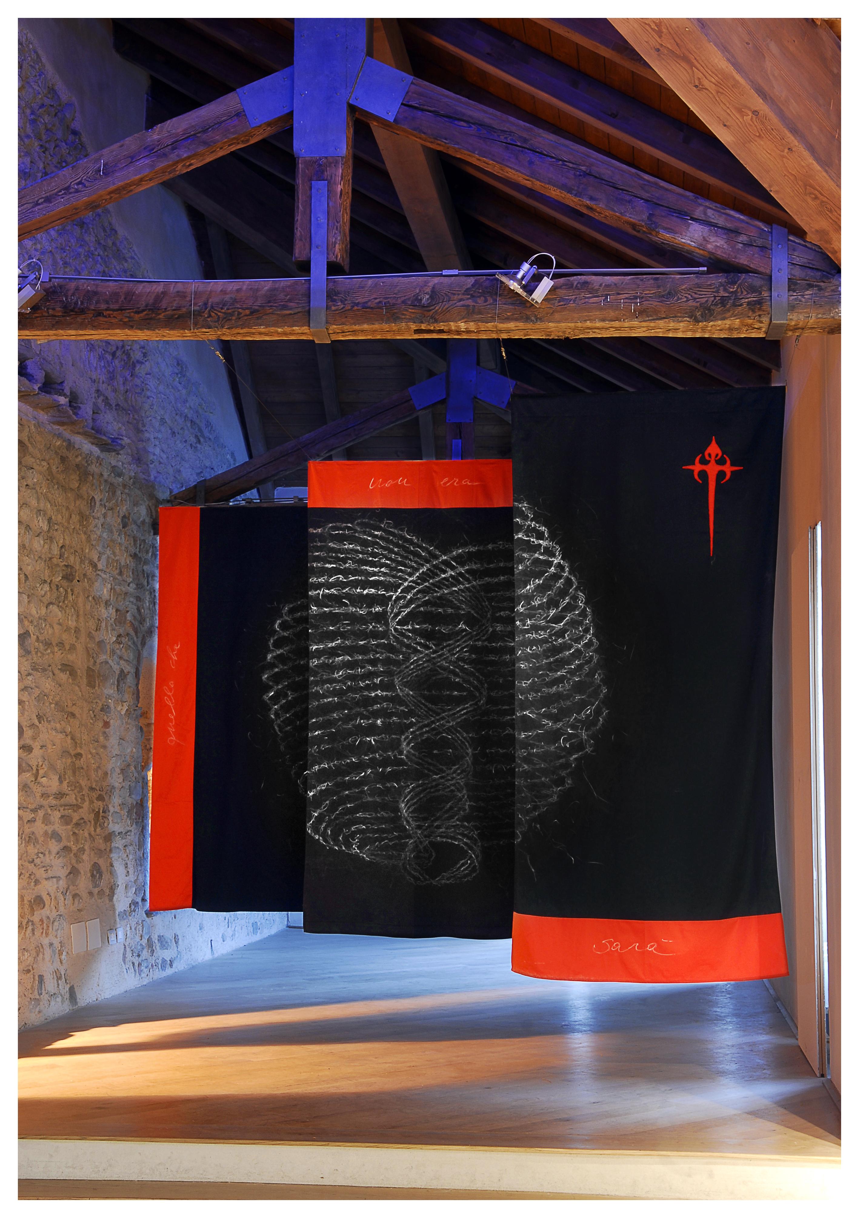 FILIPPO DI SAMBUY Nakusar – quellochenonerasarà 1999-2011 Disegno pastello su bandiere ricamate 250x390cm