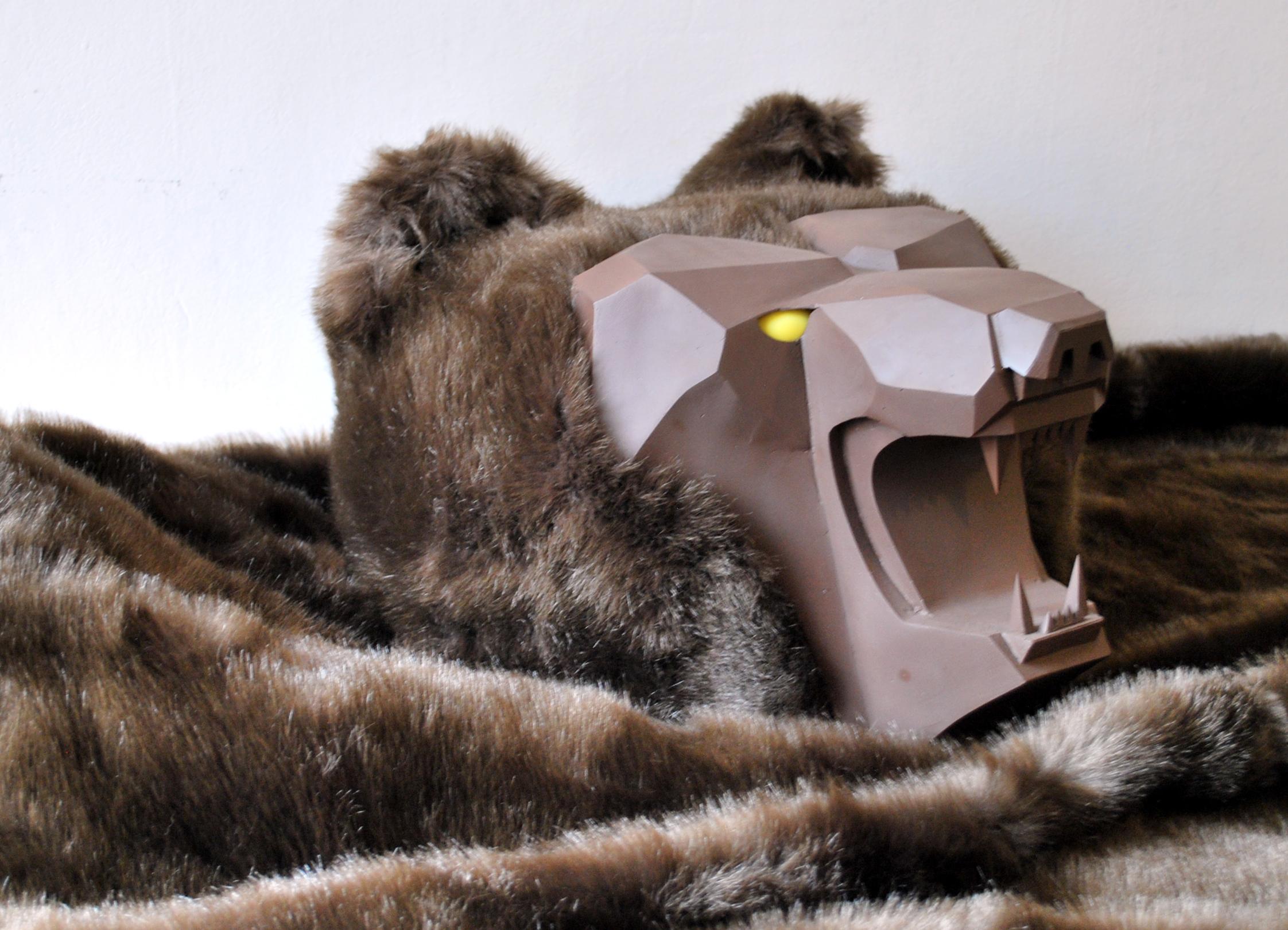 Kimitake Sato Tappeto d'orso, 2002 Resina, pelliccia sintetica, gomma cm 300 x 550